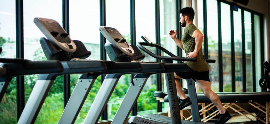 ריצה על הליכון או ריצה בחוץ: מה עדיף?