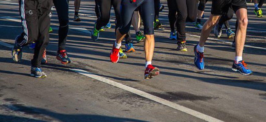 השינוי במשקל הגוף והתוצאות של רצי מרתון