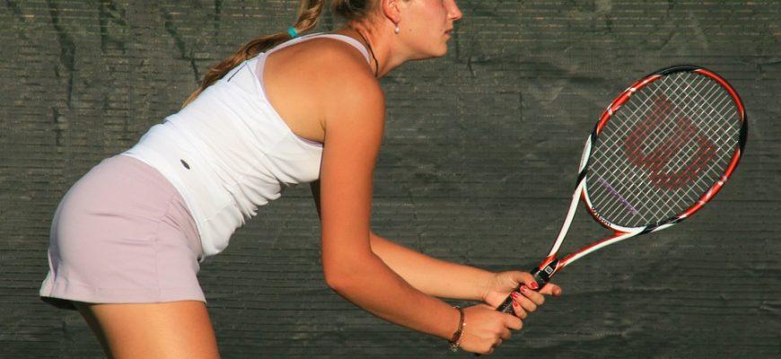 מדוע טניסאיות גונחות בחבטות בטניס