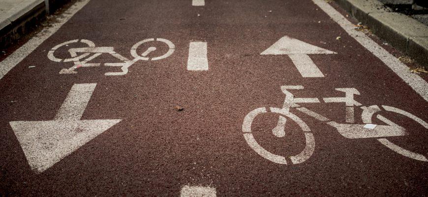 רוכבים על אופניים ומשמינים